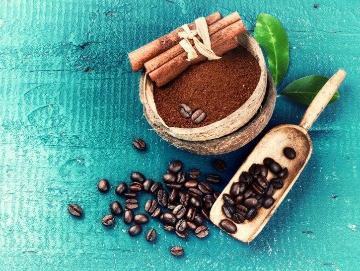 Effetti benefici della caffeina sui capelli