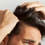 Perchè cadono i capelli? Cause e possibili rimedi