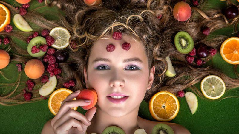 alimenti che aiutano la crescita dei capelli